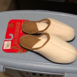 Isotoner holiday slippers ivory colored